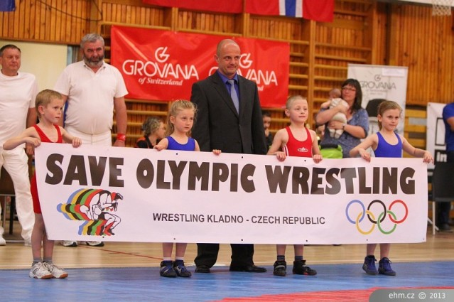 Rostislav Pinkas (na snímku uprostřed) bojoval za záchranu zápasu na olympiádě, foto z loňského turnaje Lidice www.ehm.cz